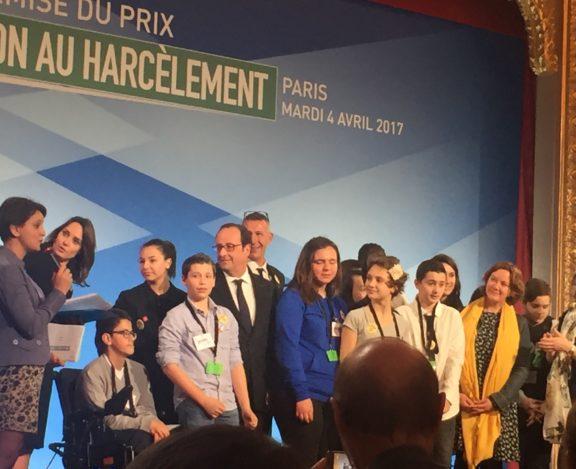 François Hollande remet le prix contre le harcèlement