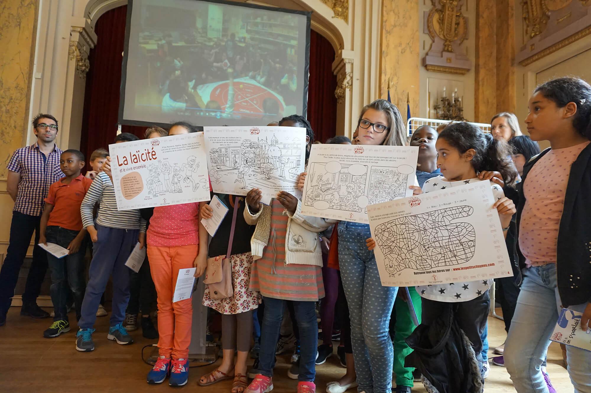 Les enfants du 18e avec le coloriage Laïcité